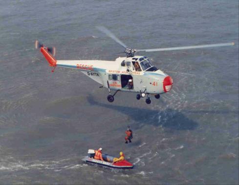 ... Helicopters Ltd Whirlwind Series 3 - Training with an Inshore Life Boat